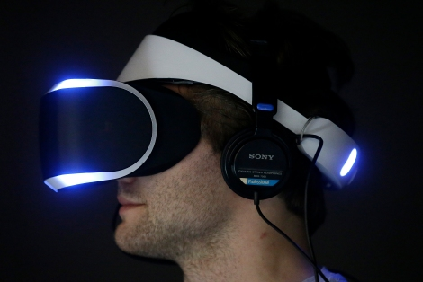Marcus Ingvarsson tests out the PlayStation 4 virtual reality headset Project Morpheus on March 19, 2014, in a demo area at the Game Developers Conference 2014 in San Francisco. (AP photo credit by Jeff Chiu)